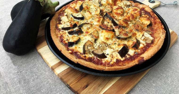 Пълнозърнеста пица с патладжан и козе сирене